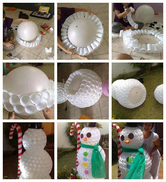 boneco de neve com copos descartáveis