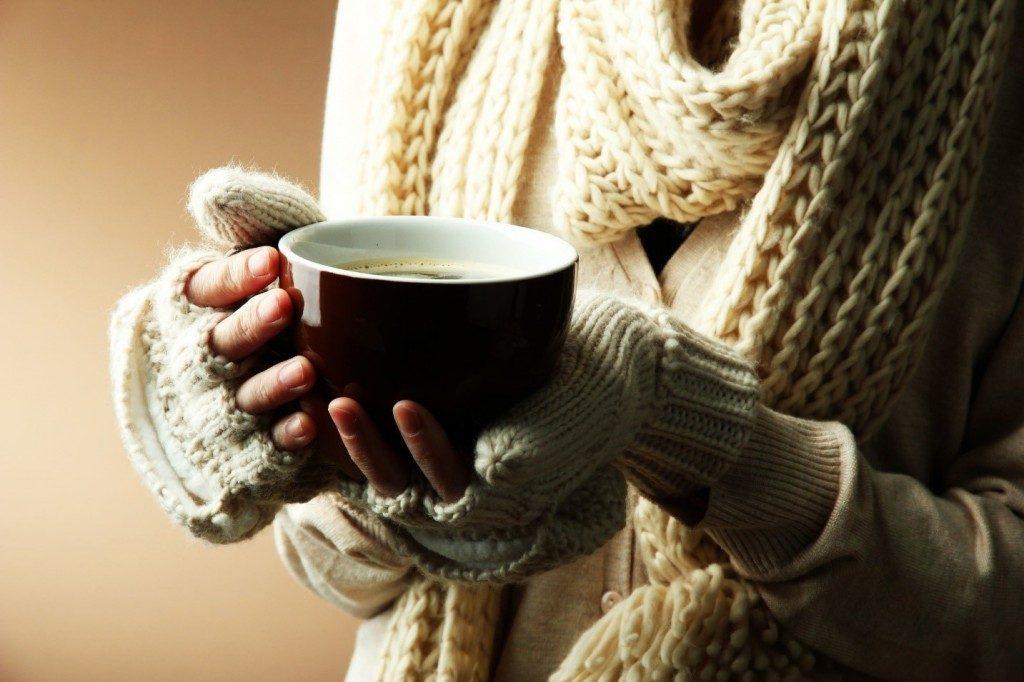 como fazer café no coador e na cafeteira